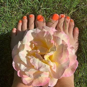 orange toes.jpg