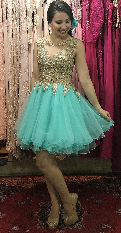 Vestido de debutante azul tiffany e dourado
