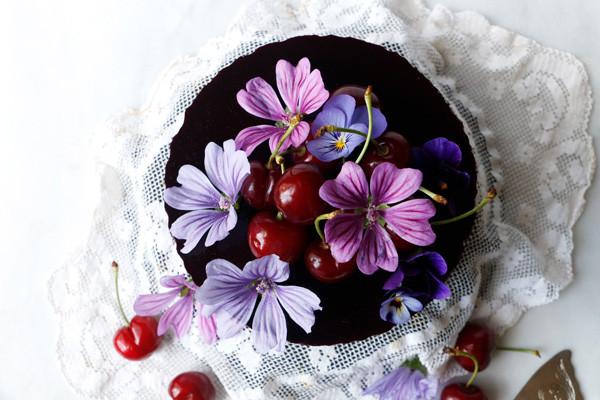 Elegant Vegan Chcooalte Mousse Cake