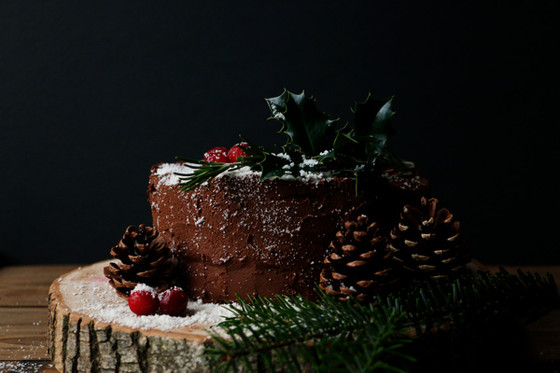 VEGAN CHOCOLATE CHRISTMAS CAKE (GLUTEN-FREE, NUT-FREE)