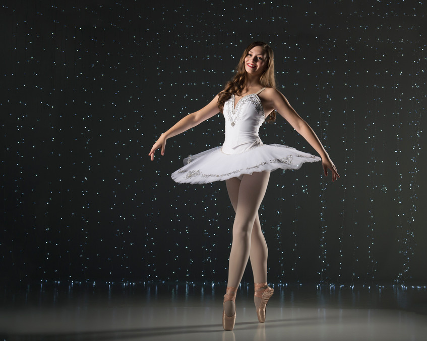 En Pointe with Light Wall