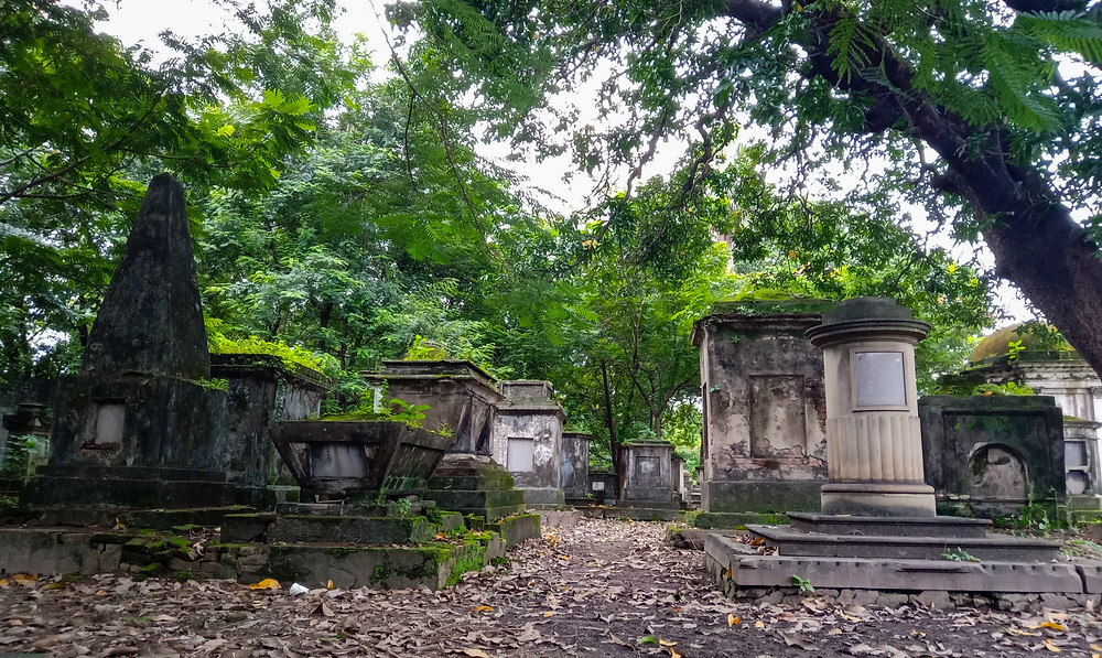 Offbeat Places in Kolkata | Haunted South Park Street Cemetery