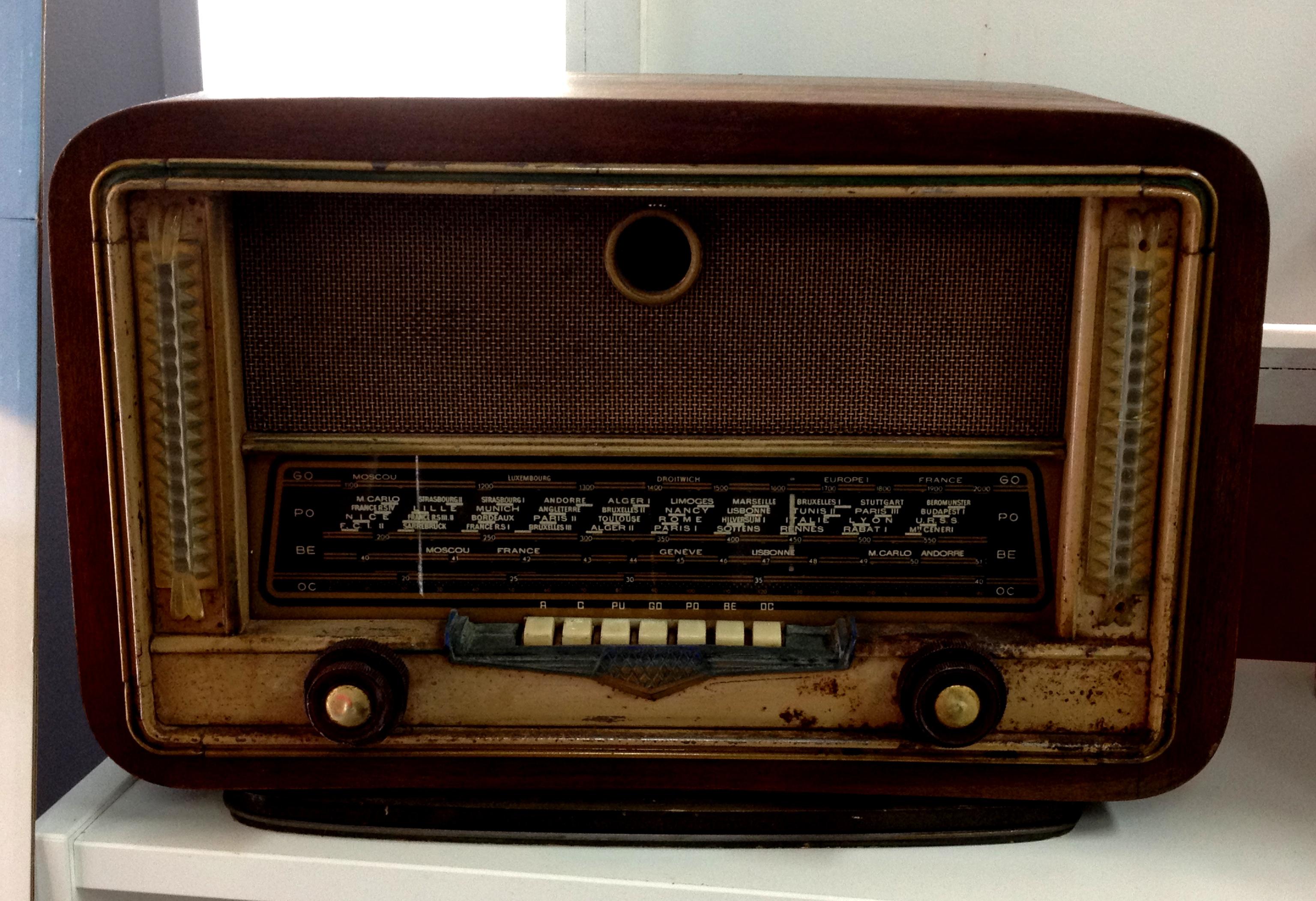 location urne poste radio vintage stand party decoration. Black Bedroom Furniture Sets. Home Design Ideas