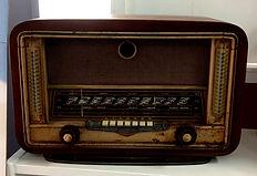 VIEUX POSTE RADIO URNE.JPG