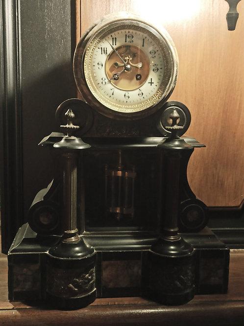 Location Pendule noire ancienne XIXe