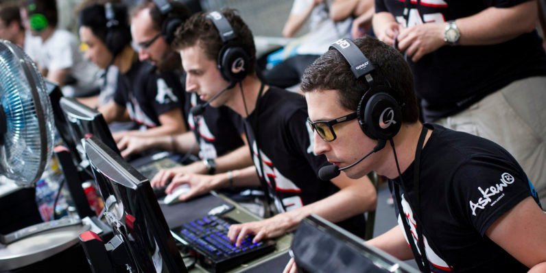 Gamers fully focused on the tournament win