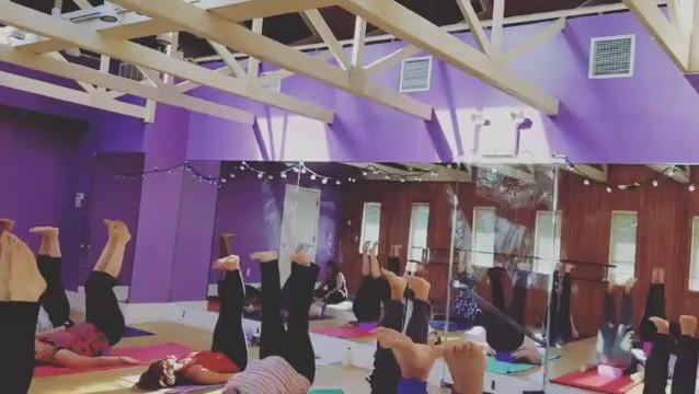 Twisted_Sister_Yoga_Live.mp4