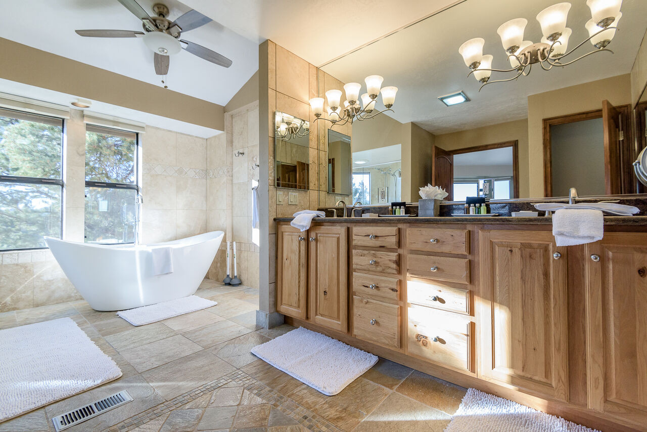 king master bath.jpeg