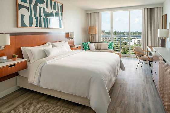 flllw-king-guestroom-5580-hor-clsc.jpg