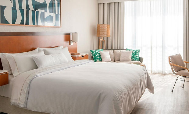 flllw-king-guestroom-5575-hor-feat.jpg