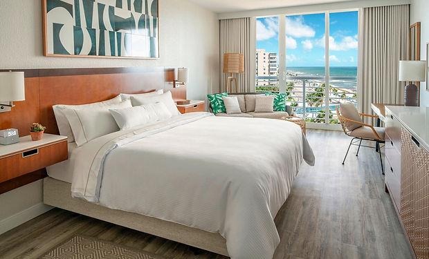 flllw-king-guestroom-5576-hor-clsc.jpg