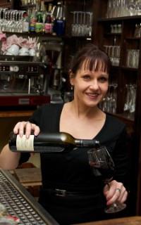 Vaust יסמין, השפית ומומחית היין של המסעדה טבעונית בברלין