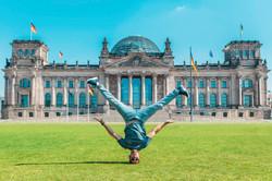 Reichstag head stand