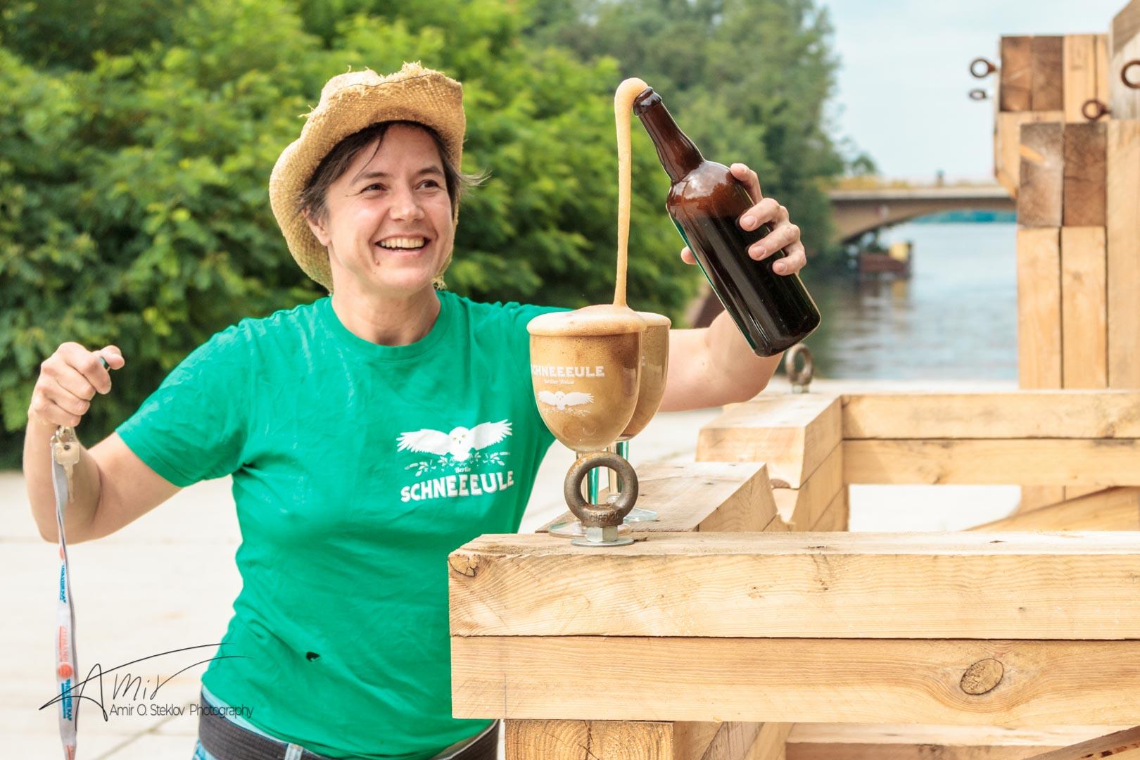 Ulrike Genz opening an old bottle of por