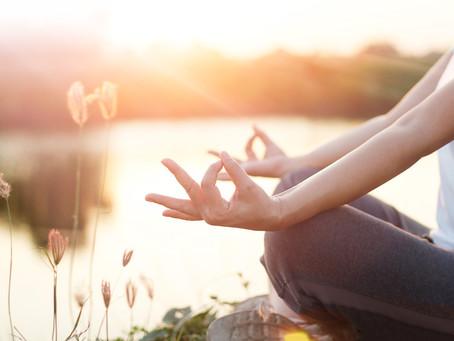 Wie Yoga helfen kann, innerlich ruhig zu werden, wenn die Welt verrückt spielt