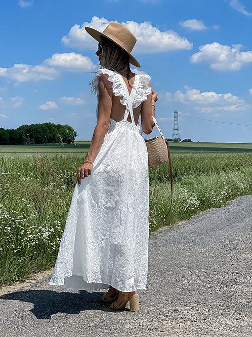 Robe longue blanche. Motif dentelles.  Magnifiques détails dans le dos avec le croisé.