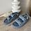 Sandales à scratch.  Très tendance pour l'été 2021.