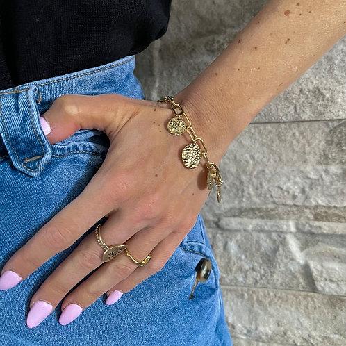 Bracelet àpampilles martelés , il est en acier inoxydable.