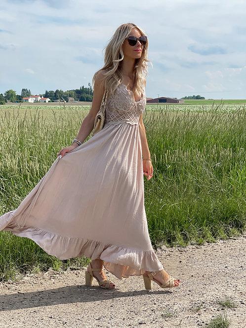 Robe longue macramé de couleur beige.  Double bretelles. Détails en macramé sur tout le haut de la robe.