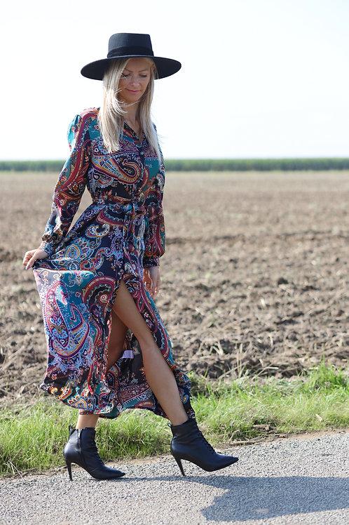 Robe longueavec un motif d'arabesques.  Très agréable à porter ! Elle est fendue, ce qui permet d'apporter une touche sexy !