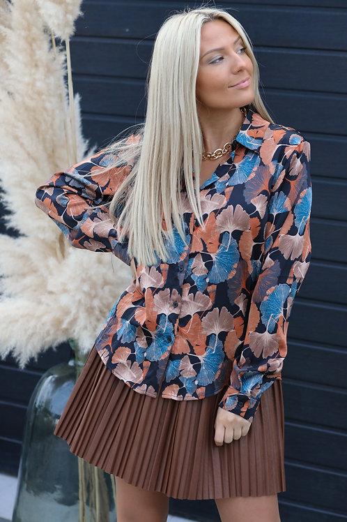 Chemise pleine de motifs camel & bleu. Tendance Grecy 2021