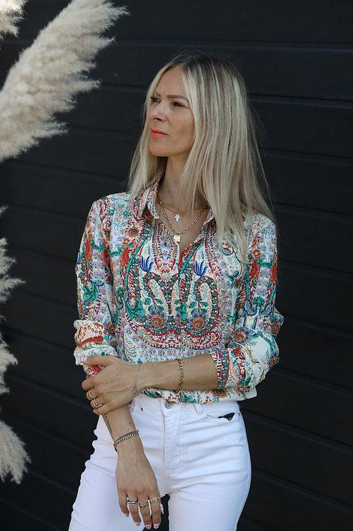 Chemise avec un imprimé arabesque coloré. Tendance Grecy 2021