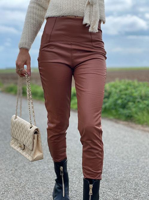 Pantalon en simili cuir. Tendance Grecy 2021