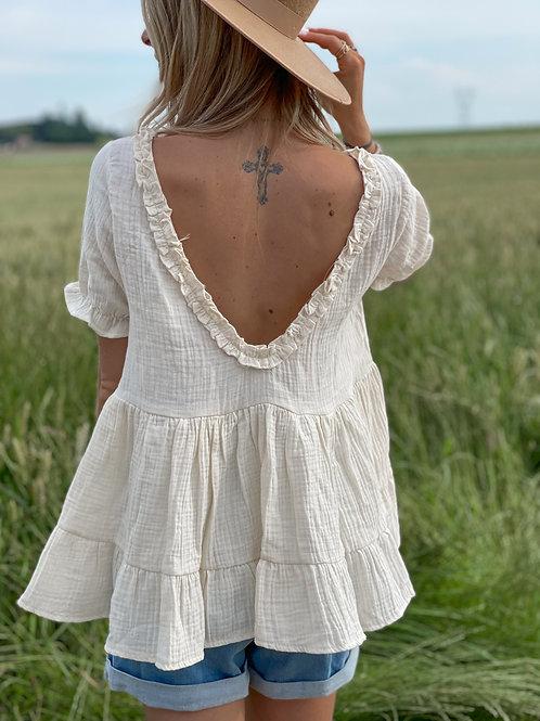 Haut beige avec un grand col rond dans le dos.  Esprit babydoll tellement jolie.