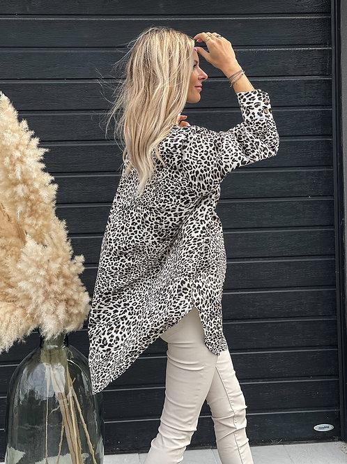Chemise tunique avec un imprimé léopard.