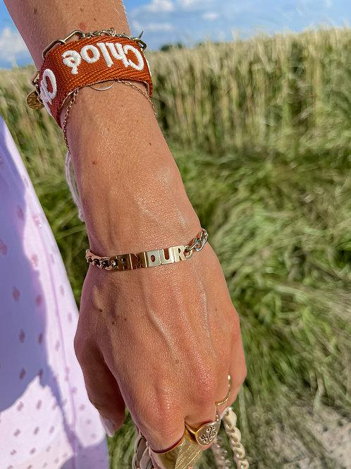 """Bracelet """"AMOUR"""" doré."""