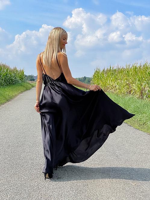 Une superbe robe noire, qui met en valeur toutes les silhouettes !