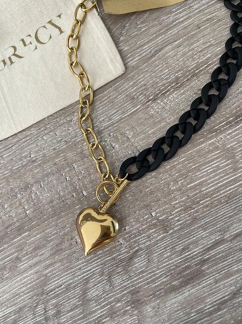 Collier coeur de couleur noire et dorée.