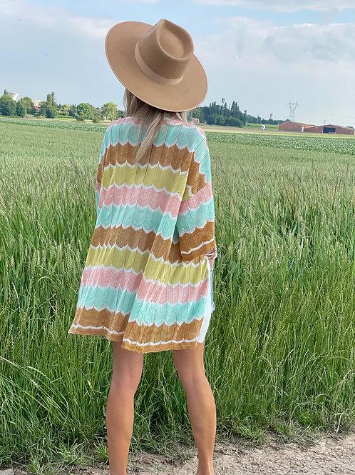 Kimono à rayures colorées. Tendance Grecy