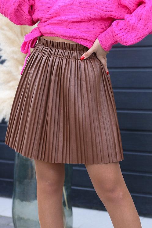 Jupe plissée de couleur marron.  Alerte pépite !! Indispensable pour cet automne !
