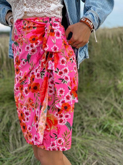 Jupe portefeuille rose. Motif fleuri. tendance Grecy été 2021