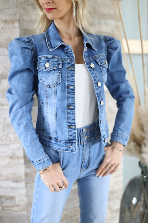 Veste en jean manches bouffantes, hyper féminine !