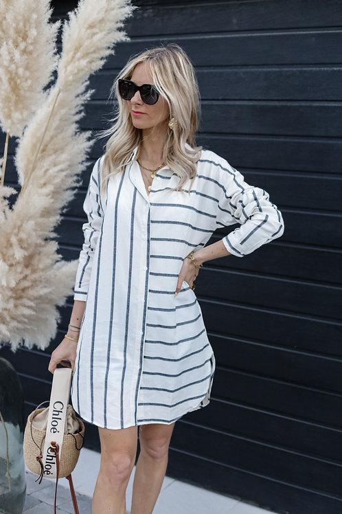 Chemise longue avec un motif rayé. Très facile à porter