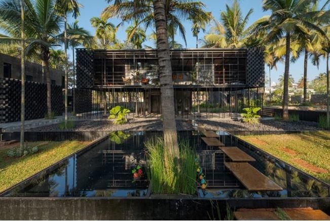 casa sobre tuberías por PARALLAX A 'ganador del premio de diseño en la categoría de arquitectura, construcción y diseño de estructuras, 2020 imagen © praveen mohandas