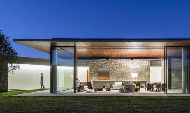 casa de piedra de hueb ferreira A 'ganador del premio de diseño en la categoría de arquitectura, construcción y diseño de estructuras, 2019 imagen © maíra acayaba