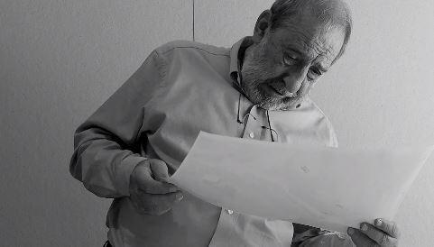 Alvaro Siza canta Beatles mientras trabaja