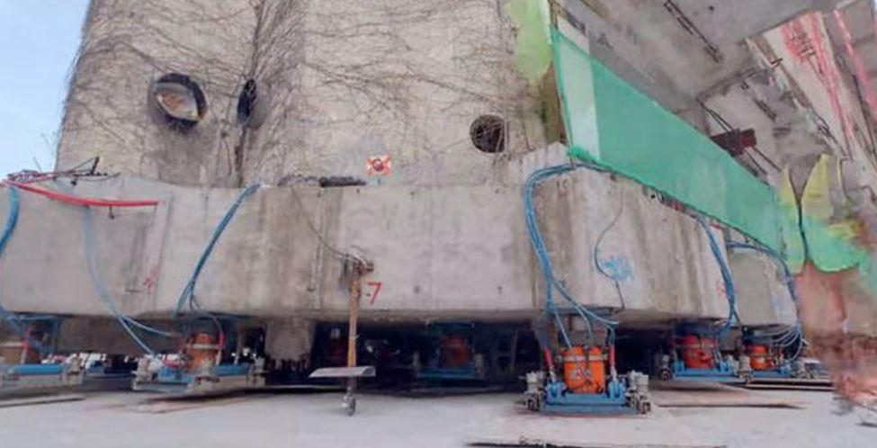 Desplazamiento de edificio en China con patas robóticas