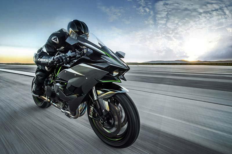 Motor Duvar Kağıdı Modelleri | 3D Yamaha Yarış Motosiklet Duvar Kağıtları