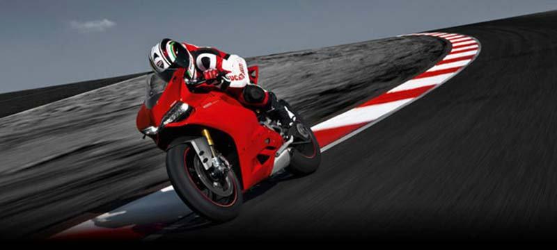 Motor Duvar Kağıdı Modelleri | 3D Kırmızı Honda Motosiklet Duvar Kağıtları