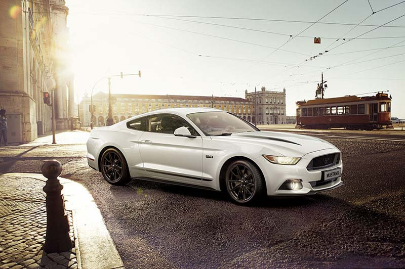 Beyaz Ford Mustang Duvar Kağıtları Modelleri | 3D Otomobil Duvar Kağıdı
