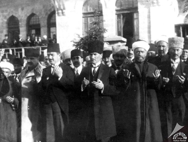 Atatürk ve Halkı Duvar Kağıdı | En Kaliteli Atatürk Portre Duvar Kağıtları