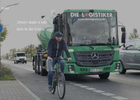 Mercedes již nabízí systém detekce mrtvých úhlů pro výhled řidiče z vozidla