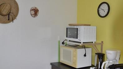 La Roche Posay appartement Caracas Espace cuisson et rangement