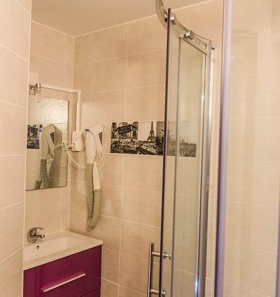 La Roche Posay appartement Paris -  salle de bain.jpg