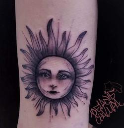 Sunshine Lady Face Black and Grey_ Antiq