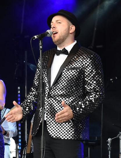 Liam - Lead vocals